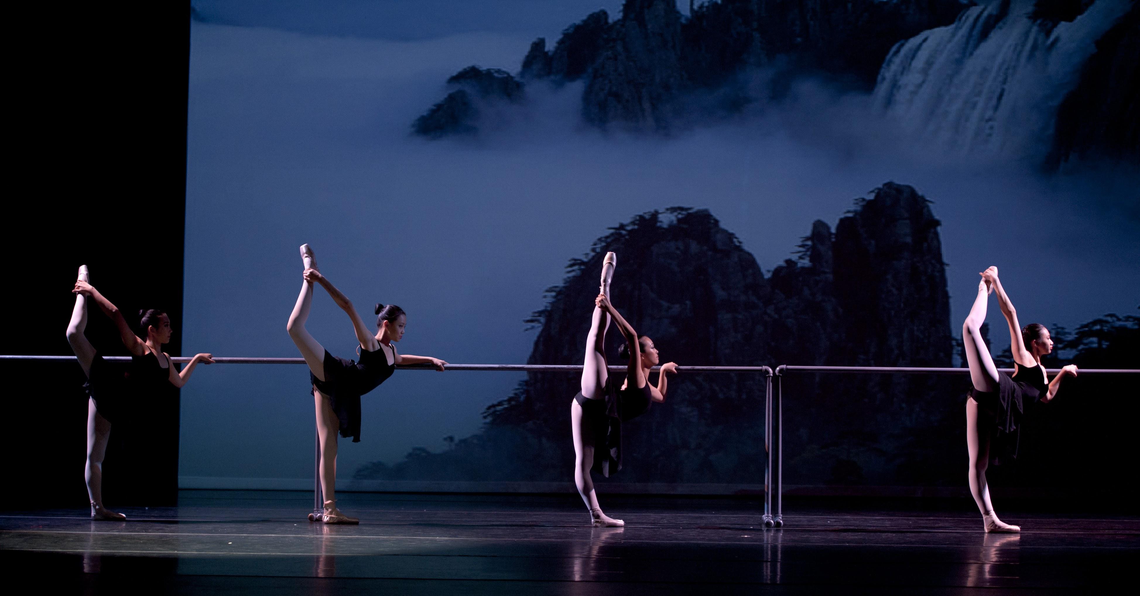 Into the Dance Hall《走進舞蹈的殿堂》