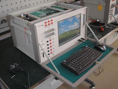 这种军用测试仪集成了电脑,数字示波器,逻辑分析仪,电路测试仪等于