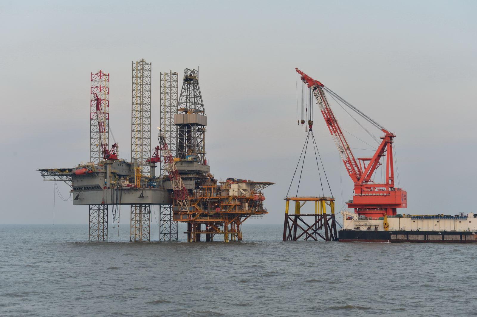 88 行业动态  近日,由海油工程设计建造的渤中13-1油田降压增产项目