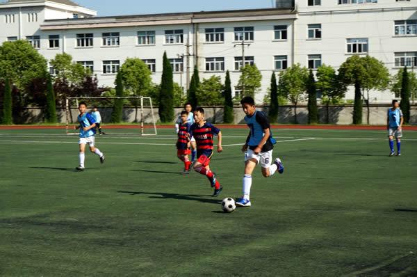梅林实验学校与市二小开展足球友谊赛