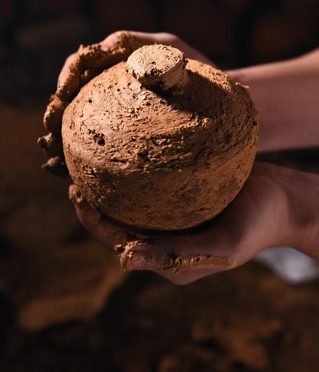 窖泥封坛酒为什么使用陶坛储存?