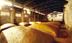 窖泥封坛酒的窖池是如何做的?