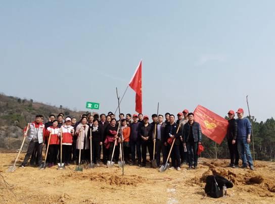 县疾控中心志愿者参与义务植树活动