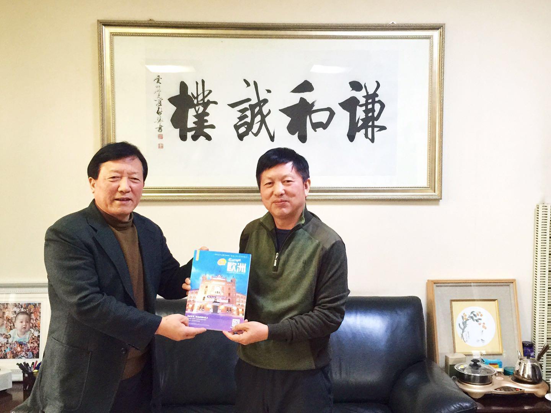 1月27日,邓尚喜主席来到中国天津现代摄影艺术中心,与段铁军主席就今年合作开展国际摄影文化交流达成了意向。