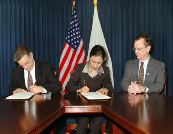 UMT大学成为美国国防采办大学(DAU)签订战略合作协议