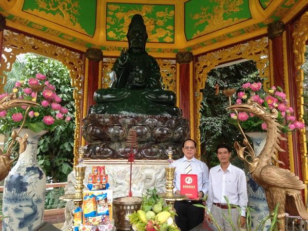 越南:世界上最大的软玉观音像——越南Trinh Huu Hoa收藏的软玉观音像
