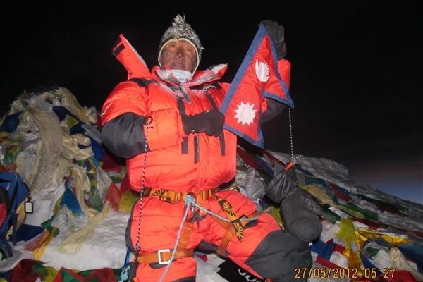 尼泊尔:世界上9天内成功登上珠穆朗玛峰次数最多—— Kame  Sherpa