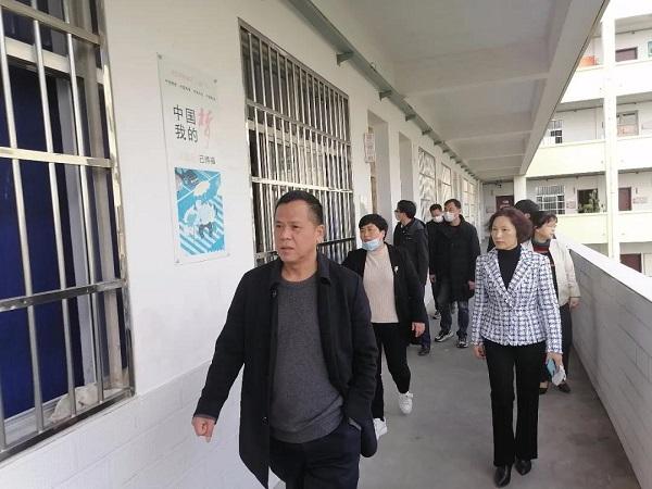 章立本局长督查指导亚美am8真人官网 外国语学校开学工作