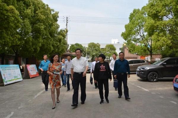 宁伟副市长调研亚美am8真人官网 外国语学校食品安全工作